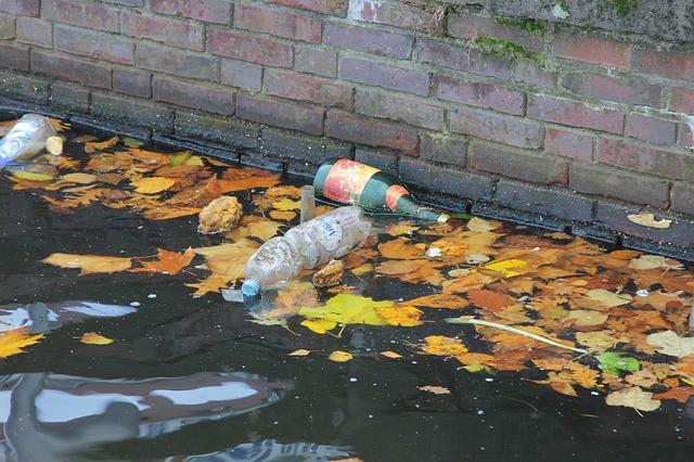 garbage-water-pollution-plastic-bottle