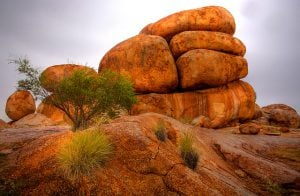 HDR-devils-marbles-chemical-weathering