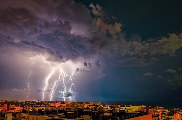 storm-thunder-lightning-dark-sky