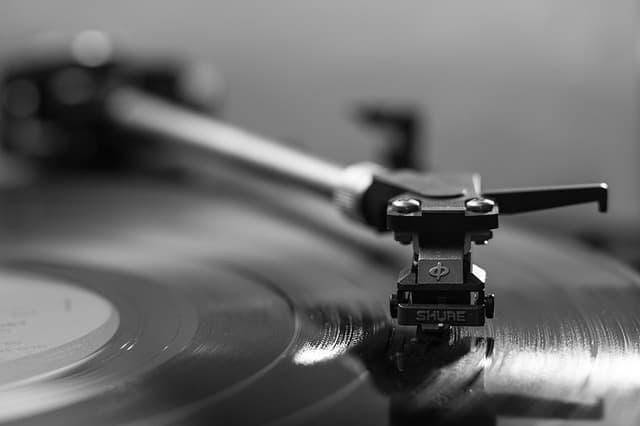 record-player-vinyl-sound
