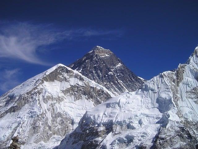 mount-everest-himalayas-nepal