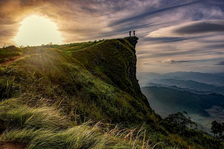 cliff-adventure-above-hiking